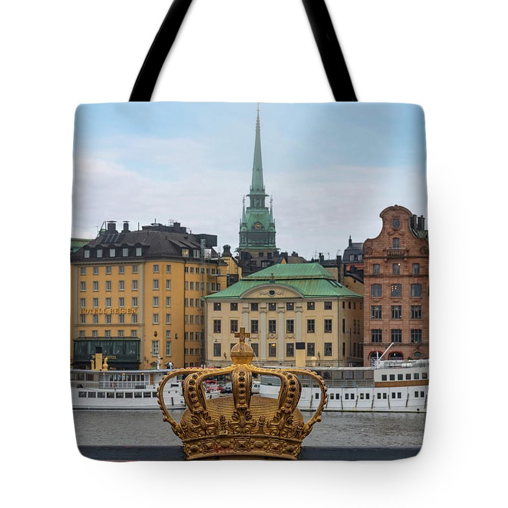 Gilded Crown Tote Bag featuring the photograph Skeppsholmsbron - Stockholm by Joana Kruse