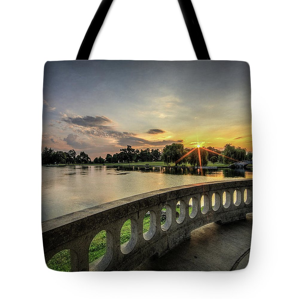Hiawatha Tote Bag featuring the photograph Sunrise In The Park by Everet Regal