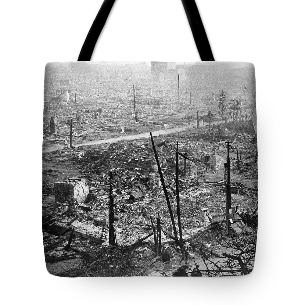 1923 Tote Bag featuring the photograph Tokyo Earthquake, 1923 by Granger