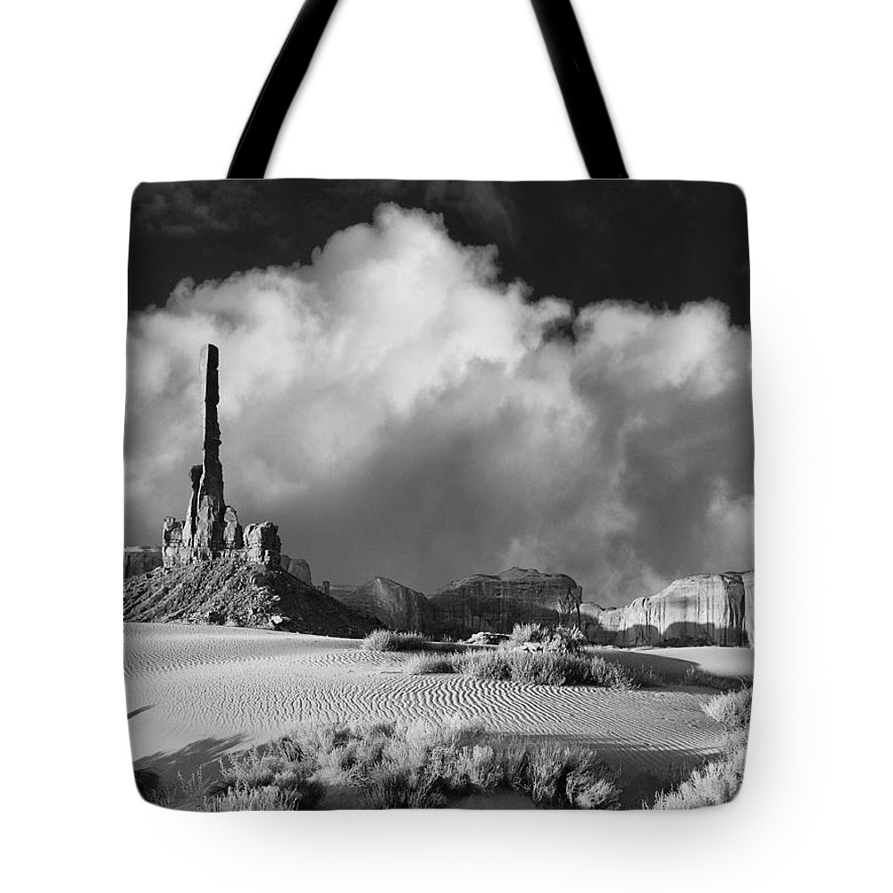 Totem Pole Tote Bag featuring the photograph Totem Pole Monument Valley by Dominic Piperata