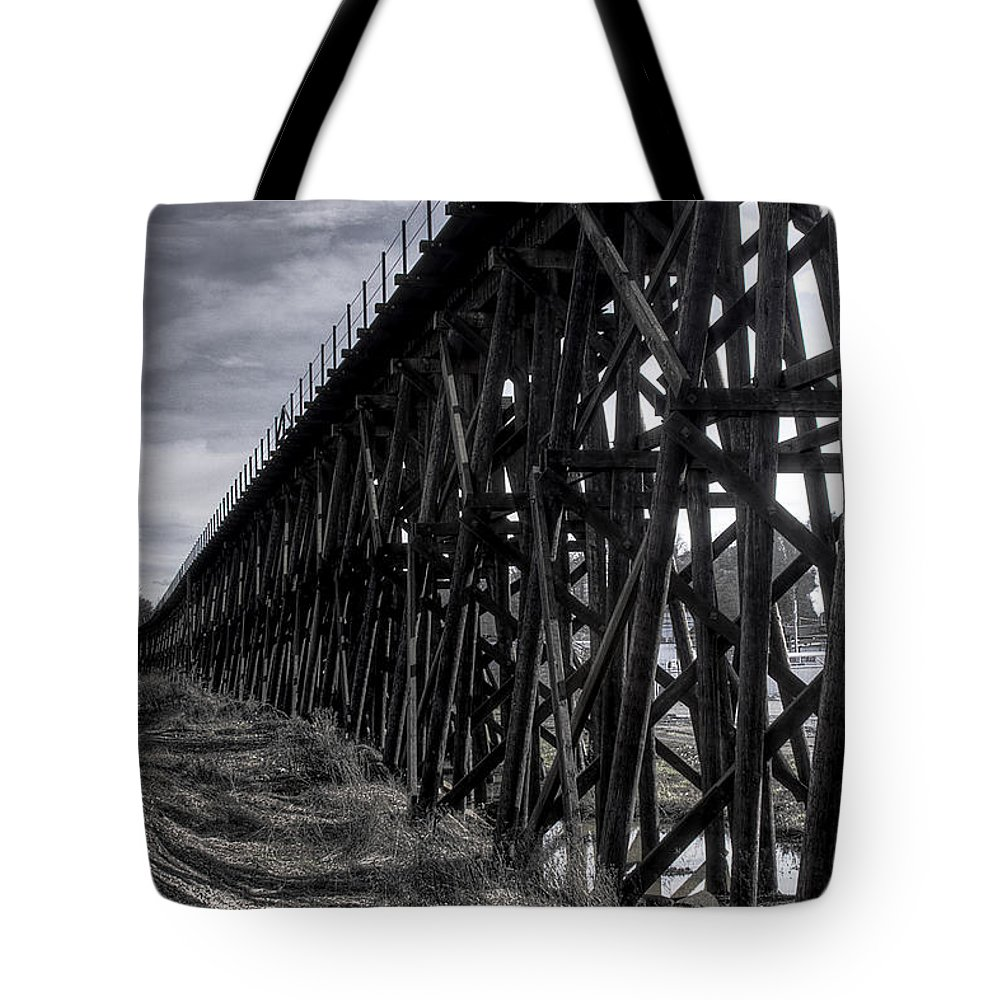 Black And White Tote Bag featuring the photograph Tressel From The East by David Patterson