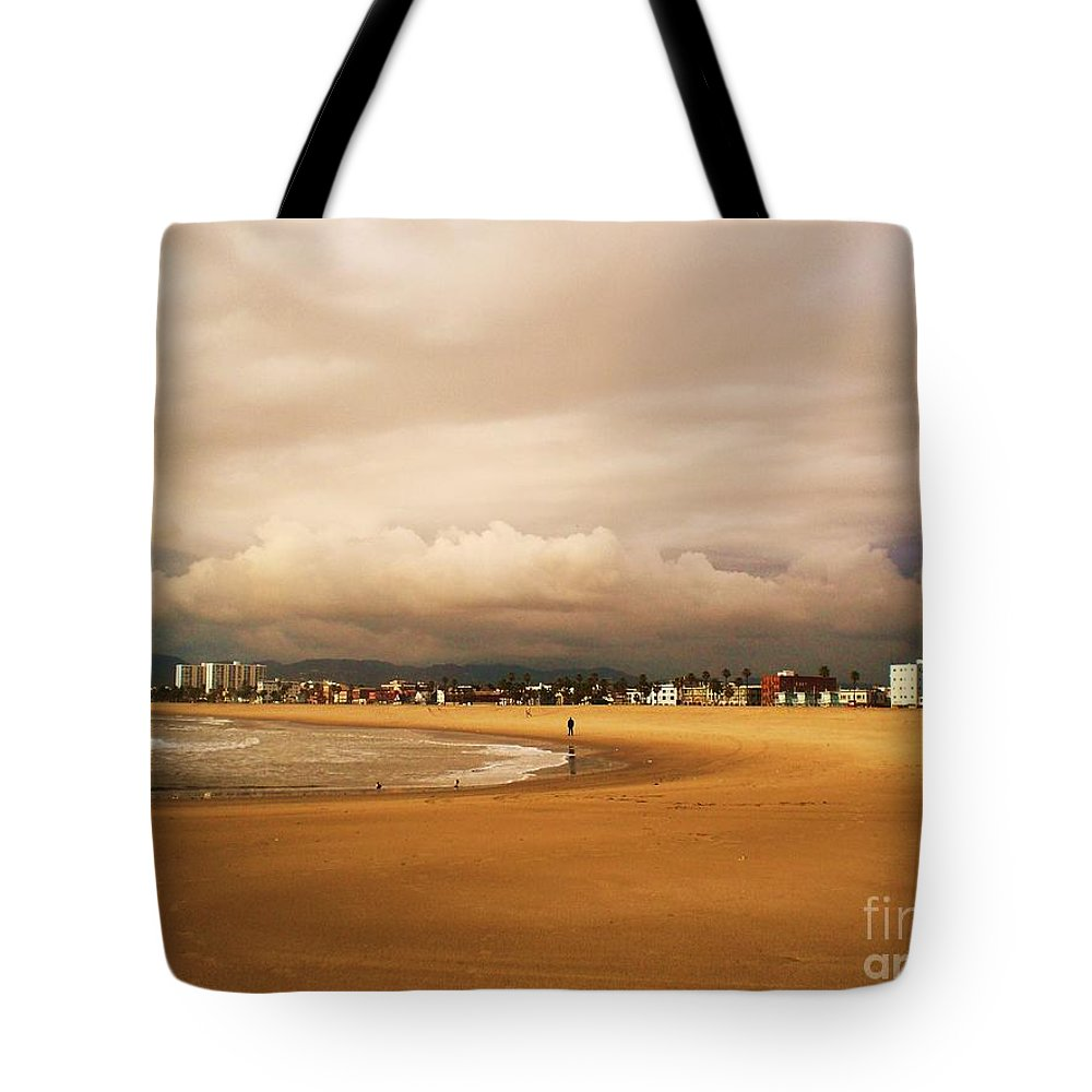 Venice Beach Tote Bag featuring the photograph Venice On A Rainy Day by Daniele Smith