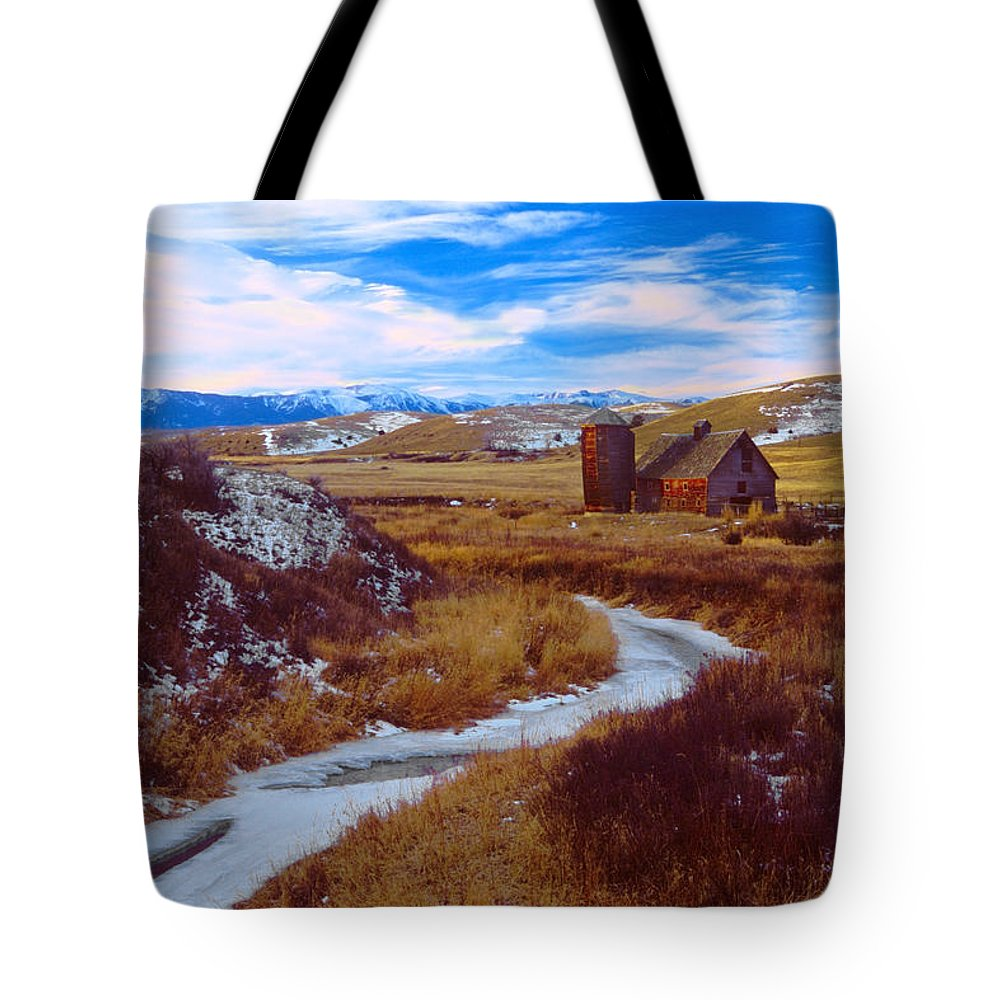 Barn Tote Bag featuring the photograph Willow Creek Barn by Gary Beeler