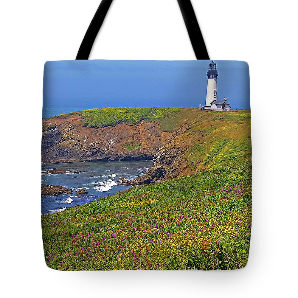 Oregon Tote Bag featuring the photograph Yaquina Head Lighthouse by Rich Walter