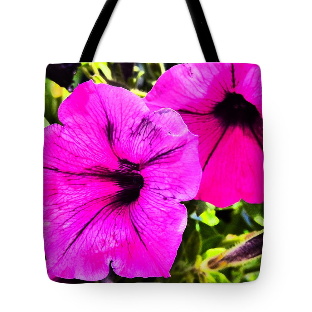 Paul Stanner Tote Bag featuring the photograph Body Heat by Paul Stanner
