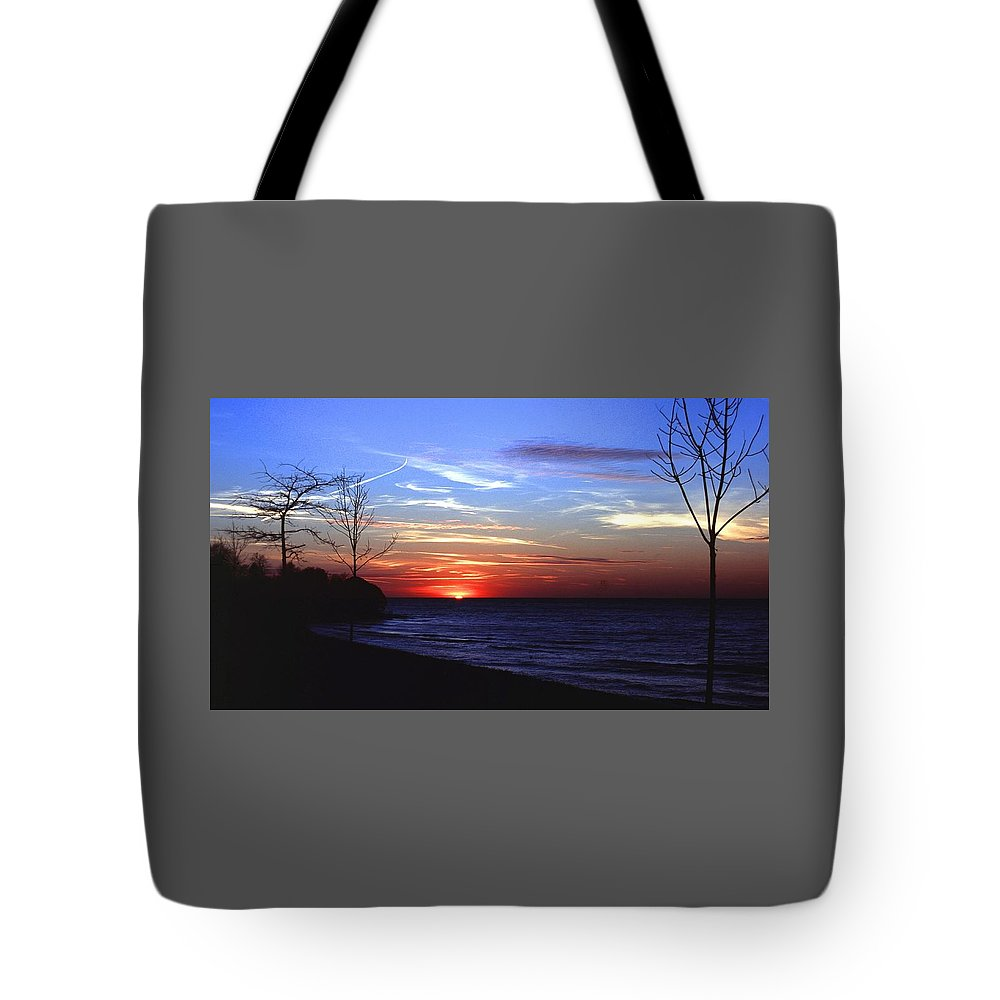 Sunset Tote Bag featuring the photograph 112601-54 by Mike Davis