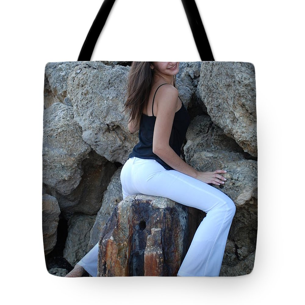 Women Tote Bag featuring the photograph Gisele by Rob Hans