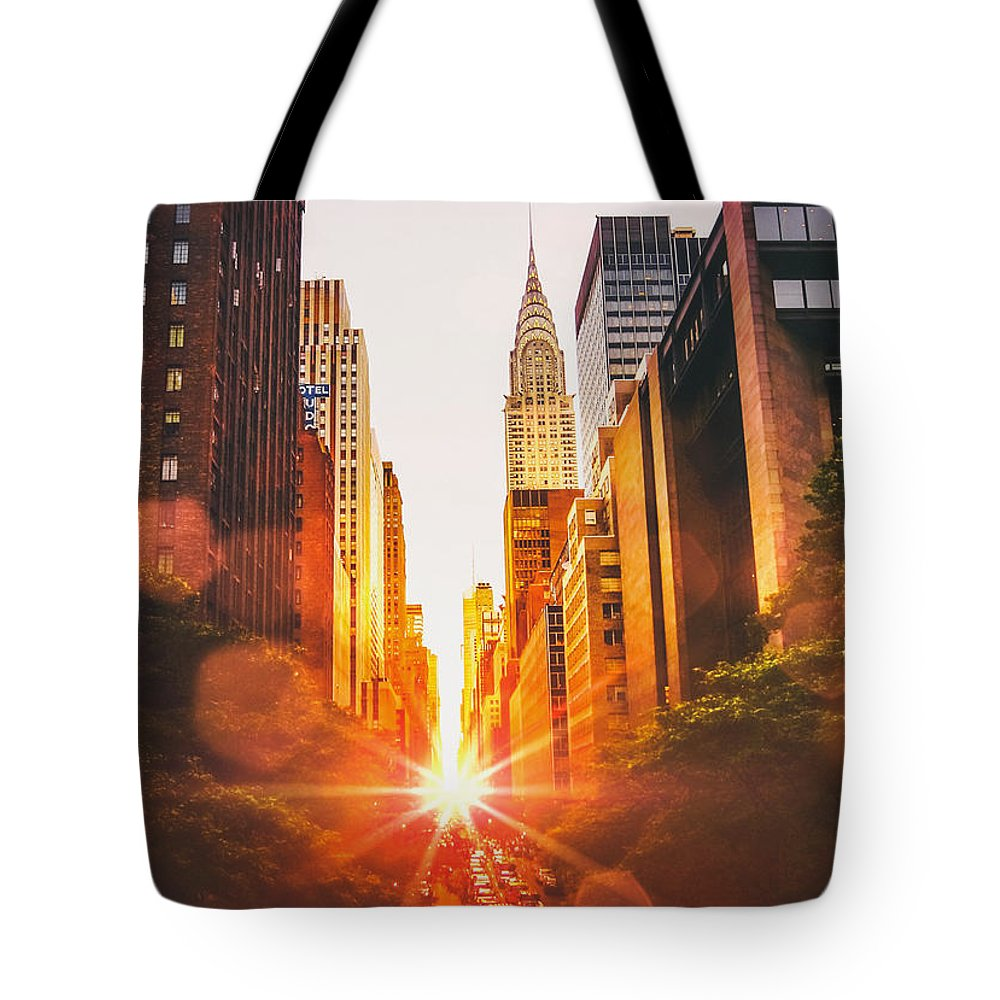 Chrysler Building Tote Bags