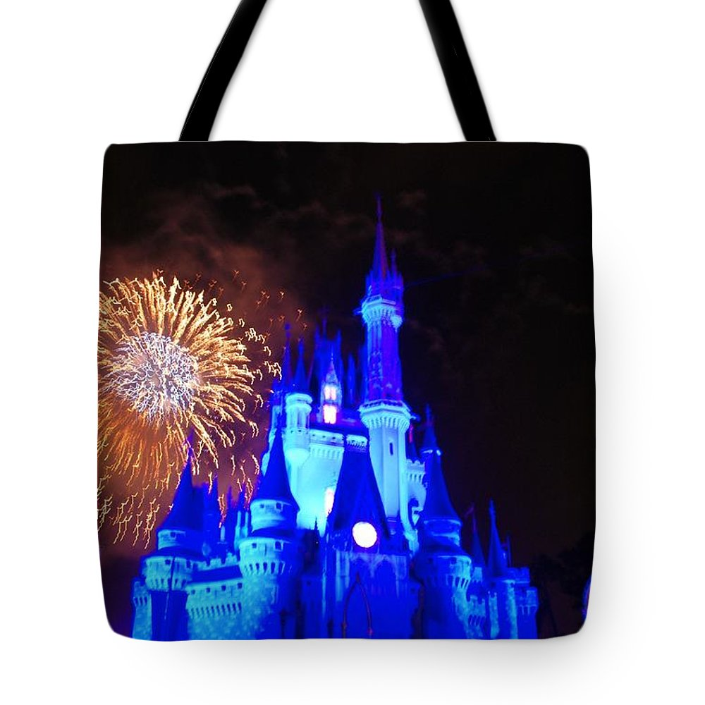 Walt Disney World Tote Bag featuring the photograph Cinderella Castle by Rob Hans
