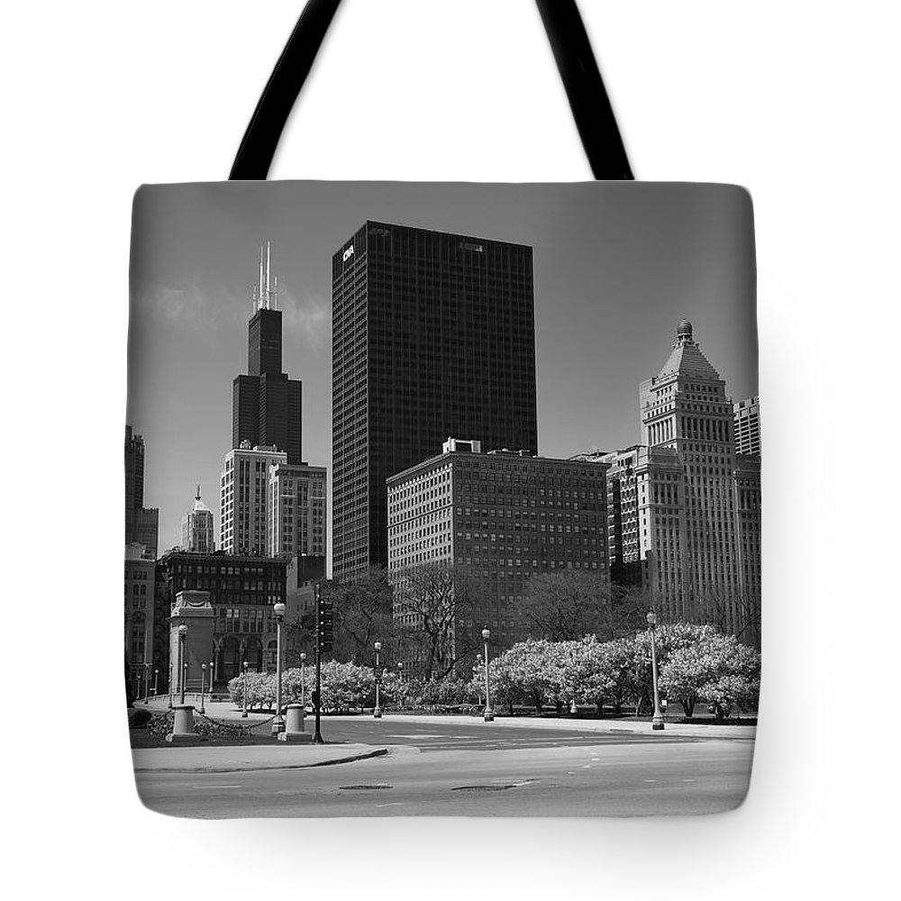 America Tote Bag featuring the photograph Chicago Skyline by Frank Romeo