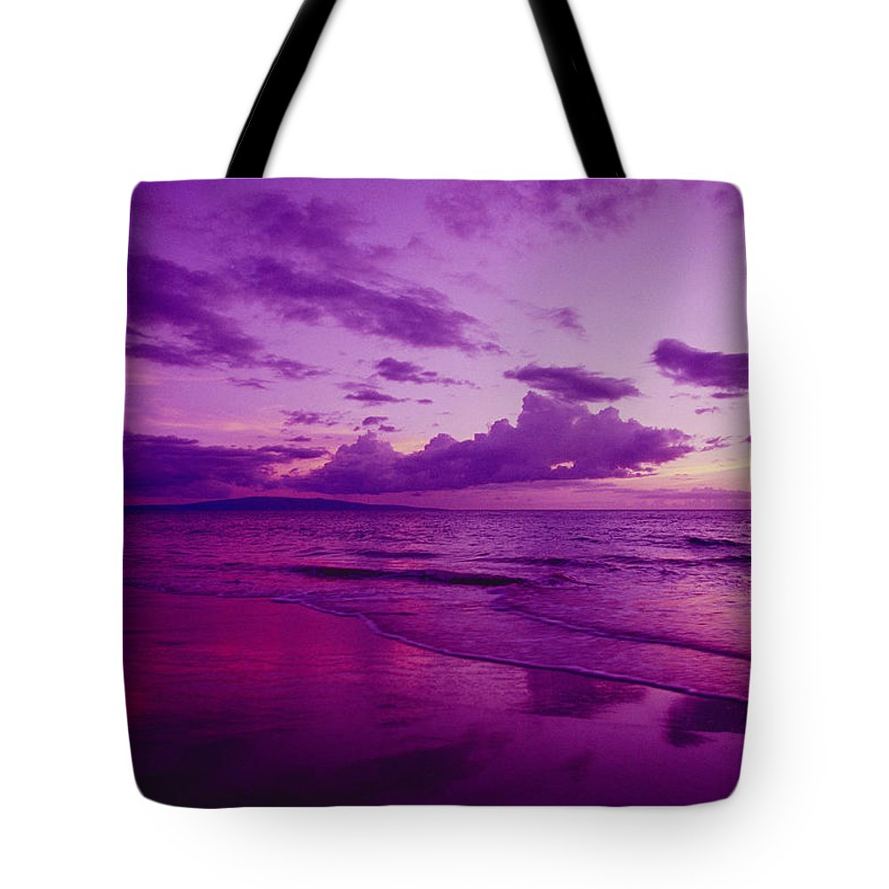 Amaze Tote Bag featuring the photograph Maui Sunset by Ron Dahlquist - Printscapes