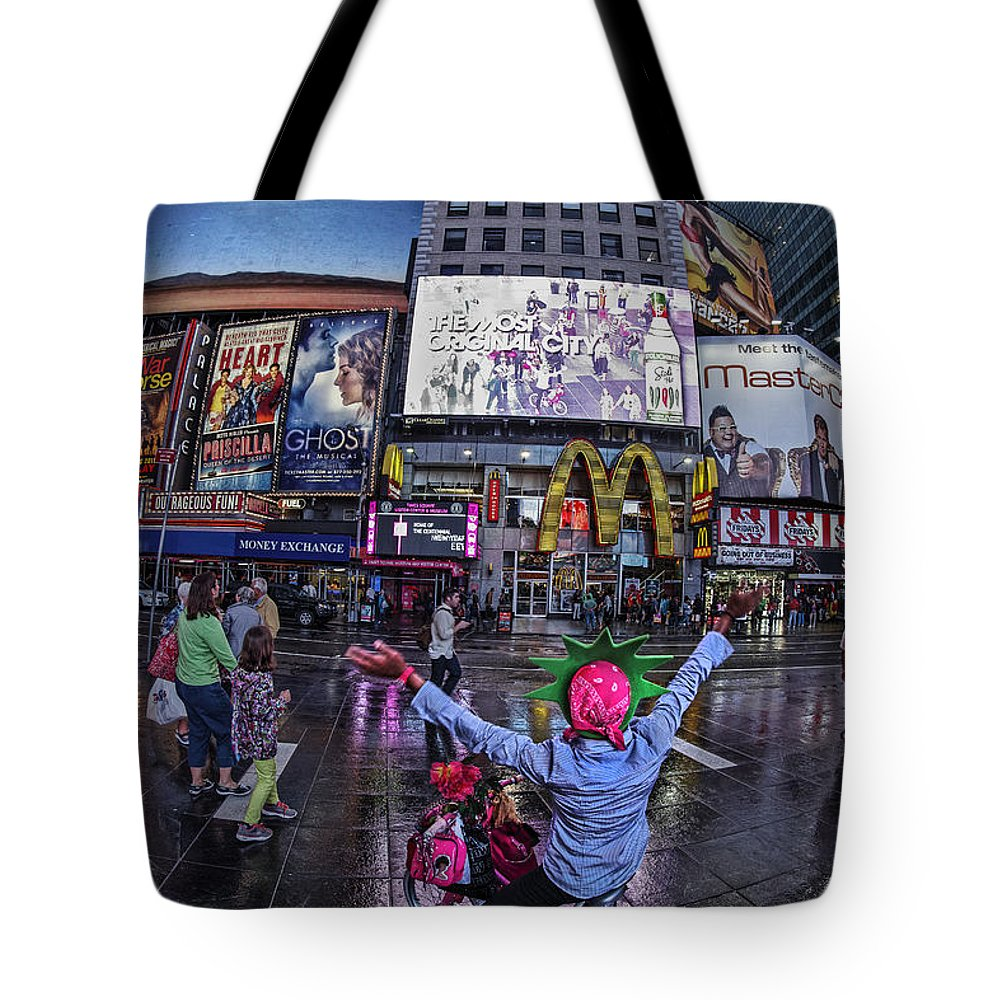 Amerikanisch Tote Bag featuring the photograph New York Soho by Juergen Held
