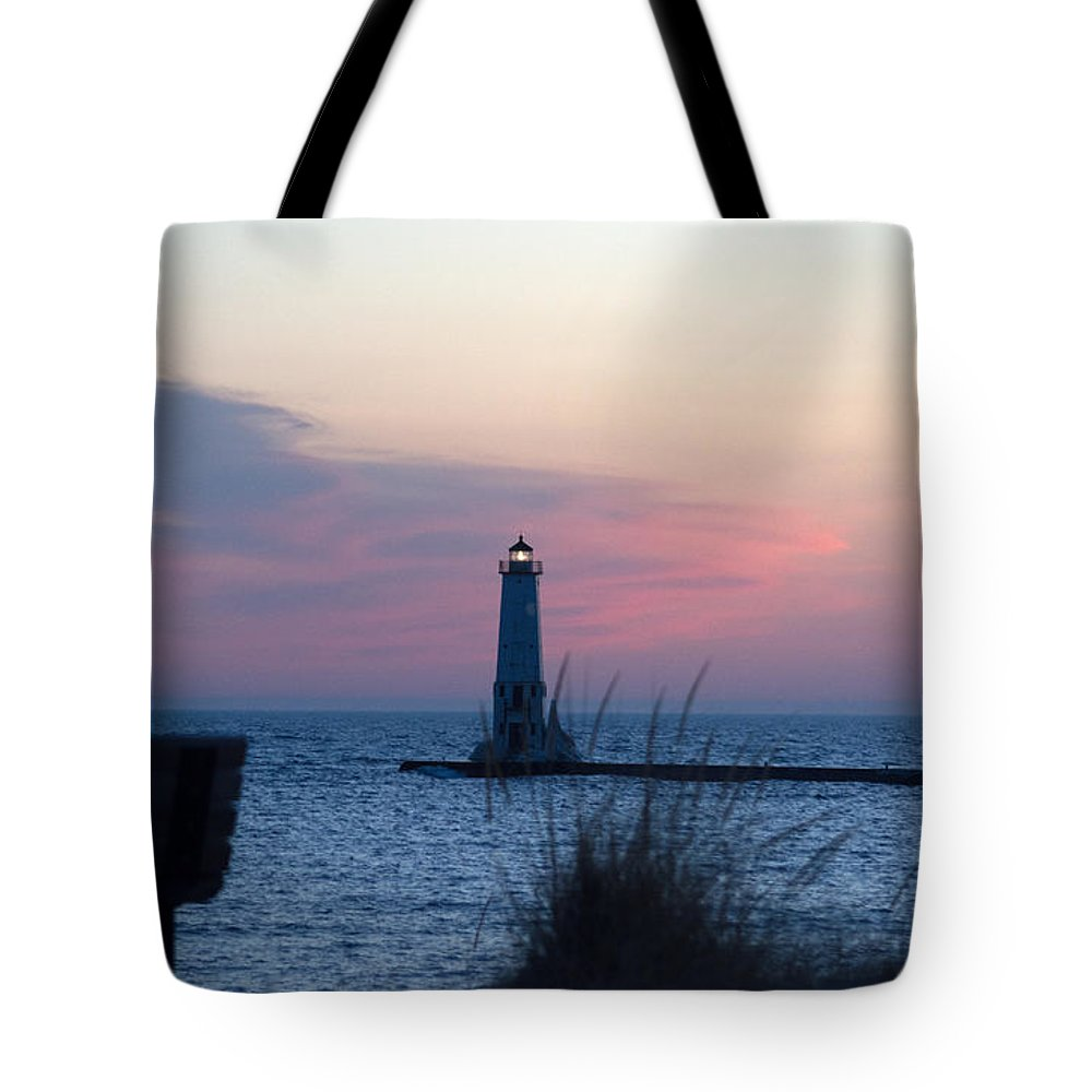 Michigan Tote Bag featuring the photograph Pretty In Pink by Linda Kerkau