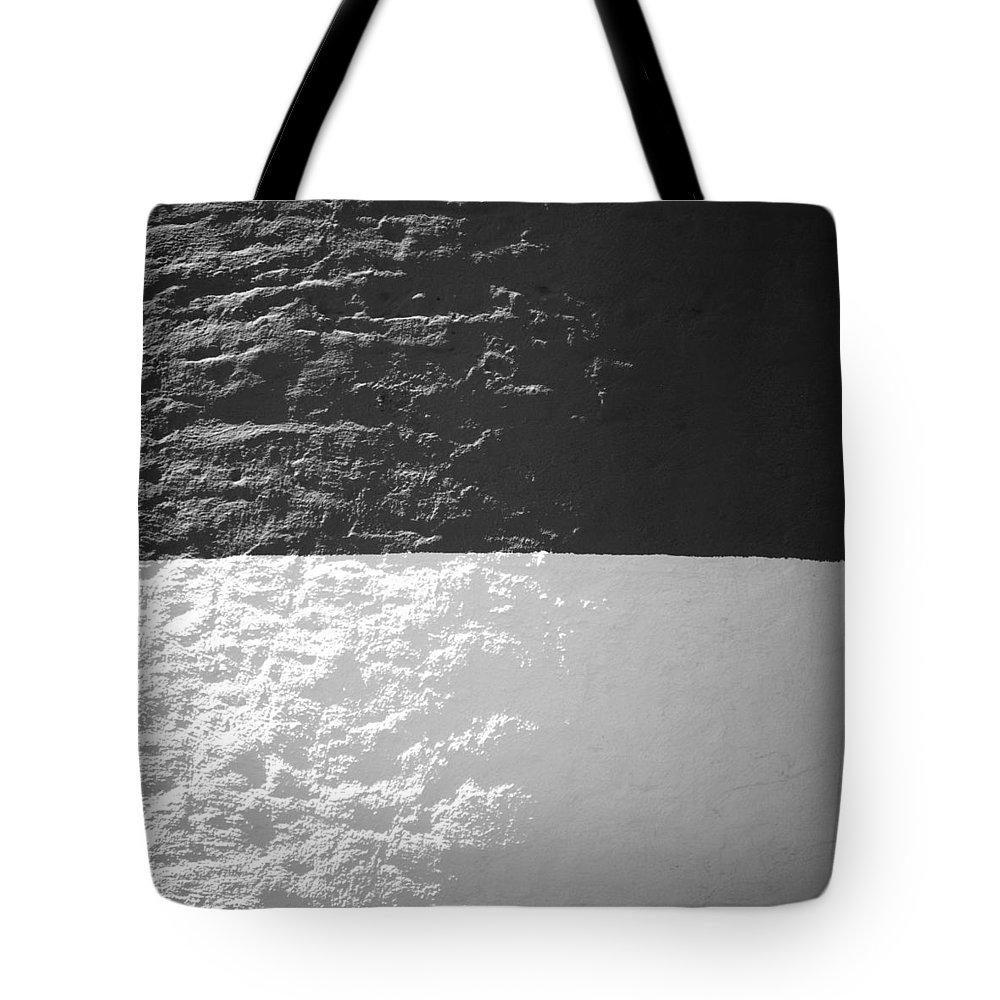 Sankaty Tote Bag featuring the photograph Sankaty Head Lighthouse Nantucket by Charles Harden