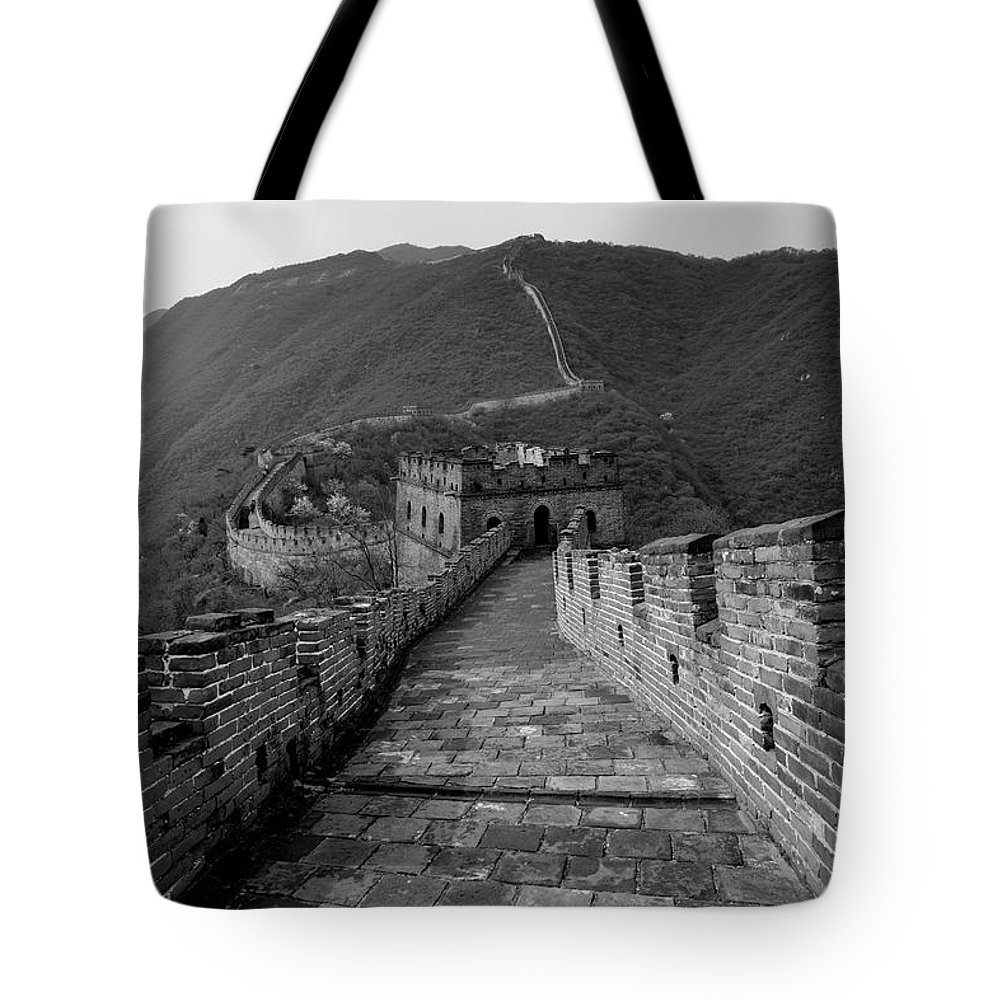 Mutianyu Valley Tote Bag featuring the photograph The Mutianyu Section Of The Great Wall Of China, Mutianyu Valley by Dave Porter