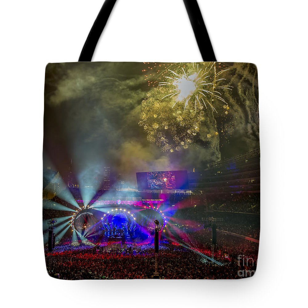 Grateful Dead Tote Bag featuring the photograph The Grateful Dead At Soldier Field Fare Thee Well by David Oppenheimer