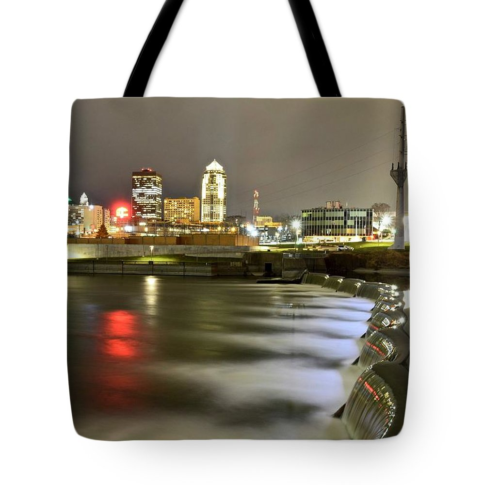 Des Moines Tote Bag featuring the photograph Des Moines by Justin Langford