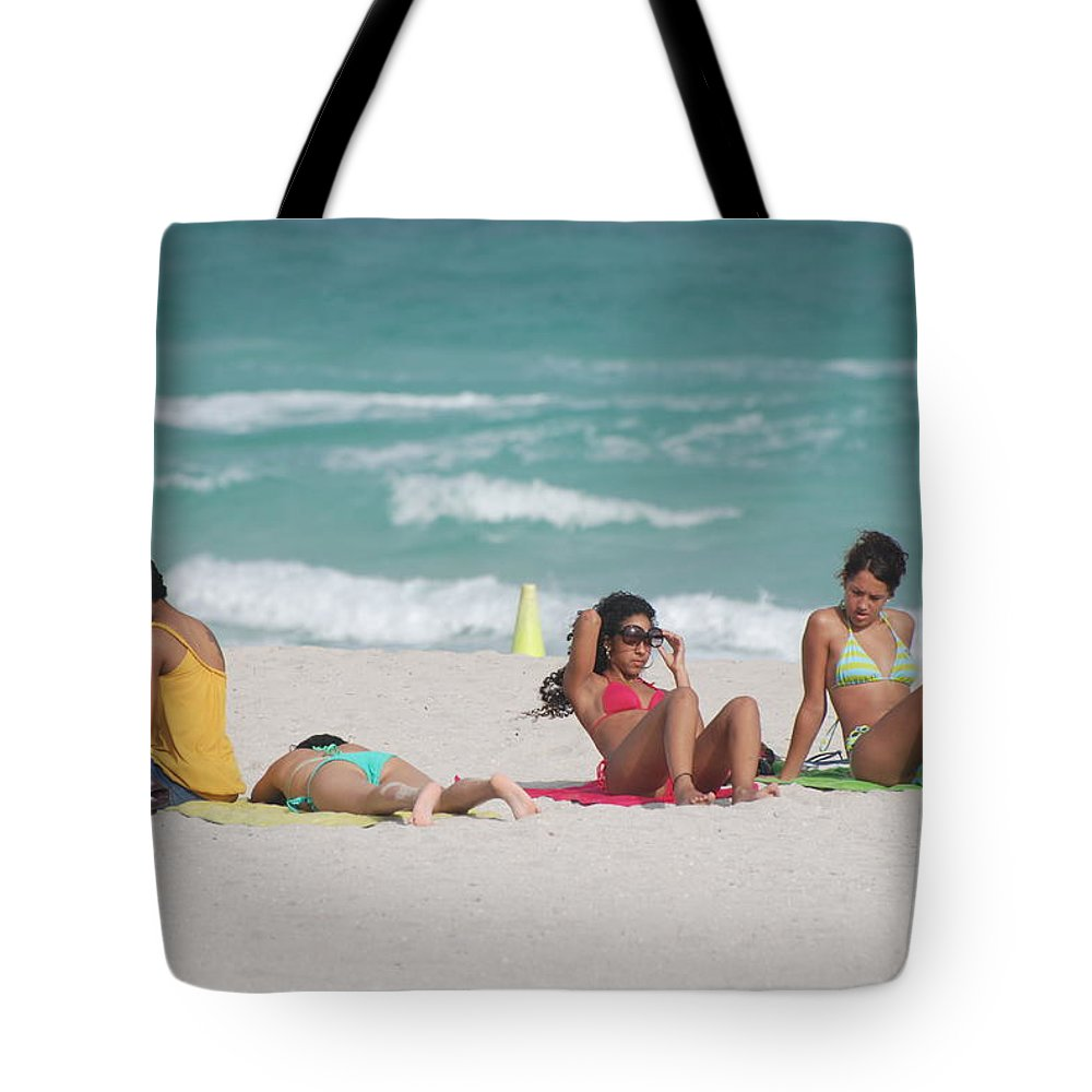 Sea Scape Tote Bag featuring the photograph 3 Up 1 Down At The Beach by Rob Hans