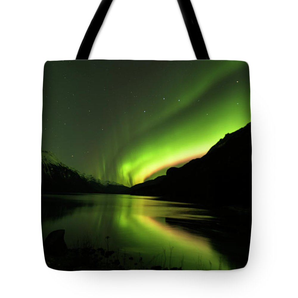 Alaska 2015 Tote Bag featuring the photograph Aurora Borealis by Donald Trimble