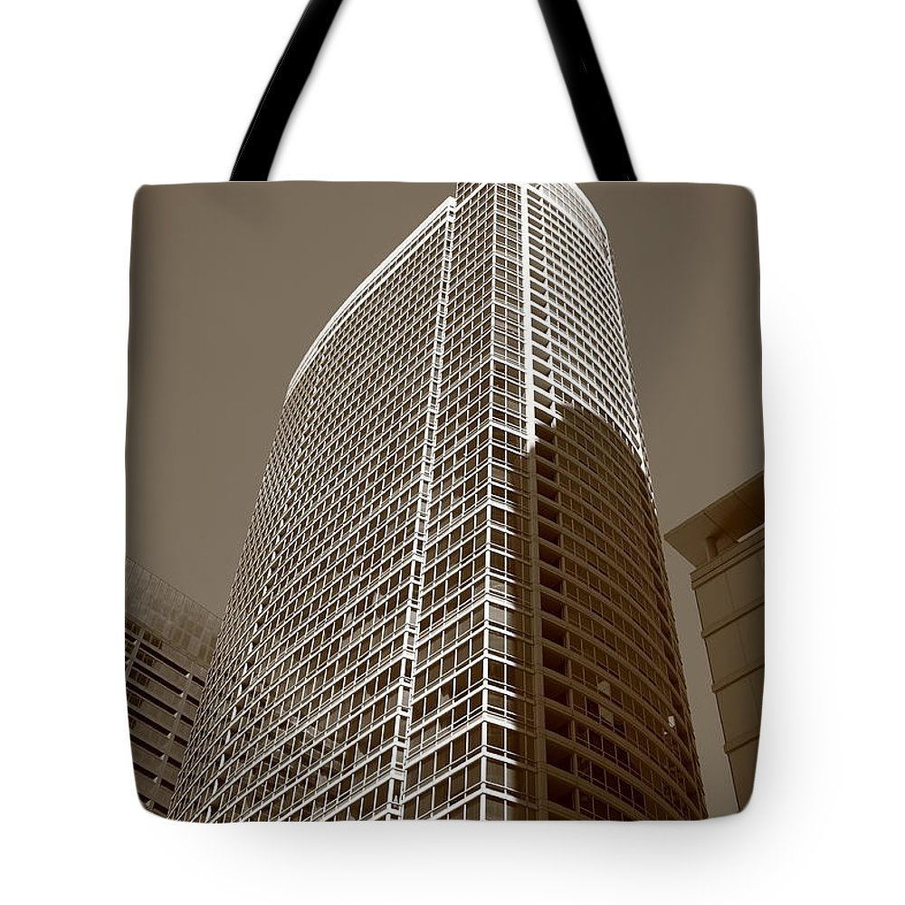 America Tote Bag featuring the photograph Chicago Skyscrapers by Frank Romeo