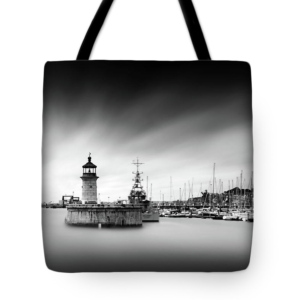 Ramsgate Tote Bag featuring the photograph Ramsgate Lighthouse by Ian Hufton
