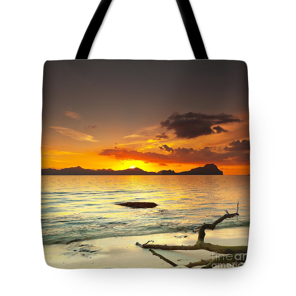 Beach Tote Bag featuring the photograph Sunset by MotHaiBaPhoto Prints