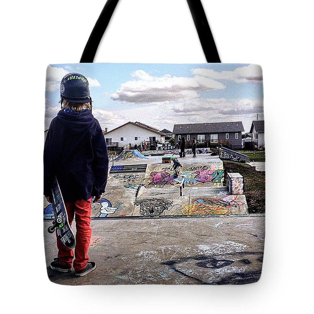 Beautiful Tote Bag featuring the photograph Another Day by Shawn Gordon