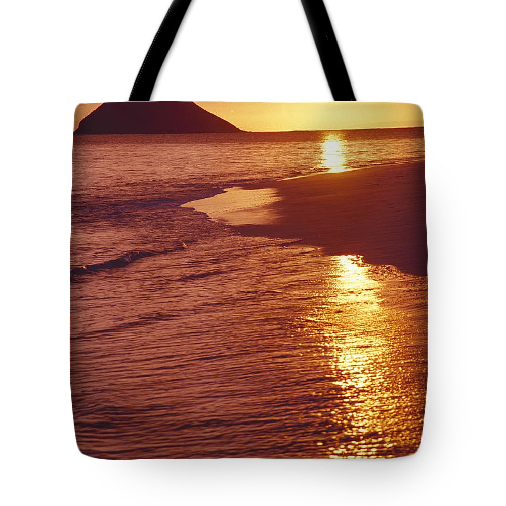 Beach Tote Bag featuring the photograph Oahu, Lanikai Beach by Tomas del Amo - Printscapes
