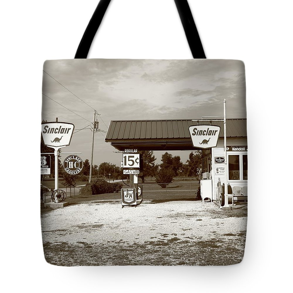 66 Tote Bag featuring the photograph Route 66 Sinclair Station by Frank Romeo
