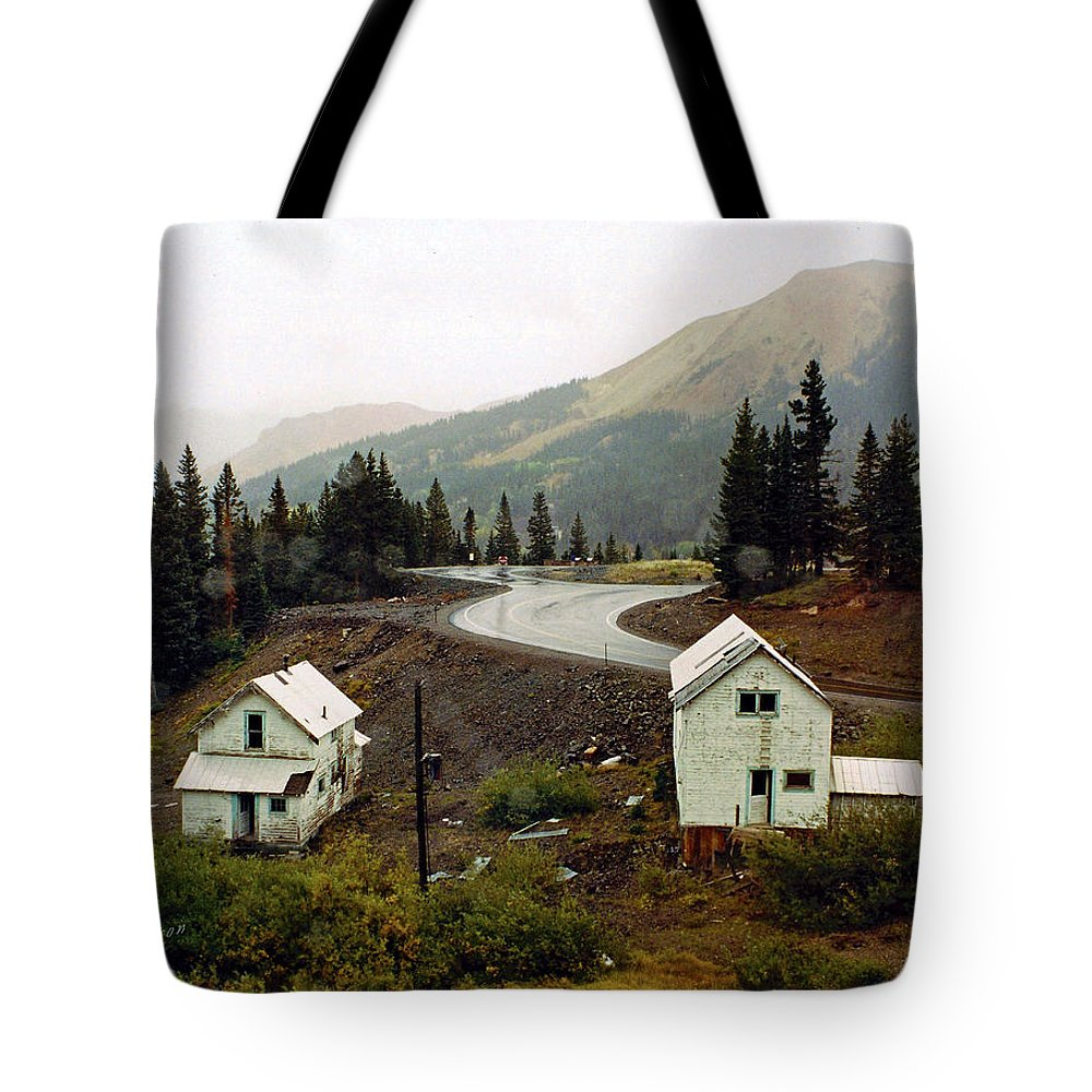 Highway Tote Bag featuring the photograph 550 In The Rain by Terry Anderson