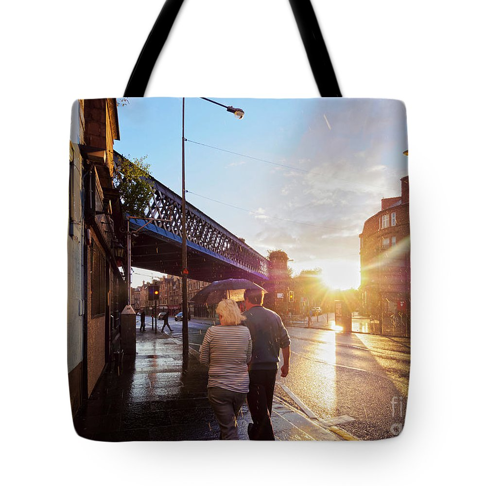 Glasgow Tote Bag featuring the photograph Glasgow, Scotland by Karol Kozlowski