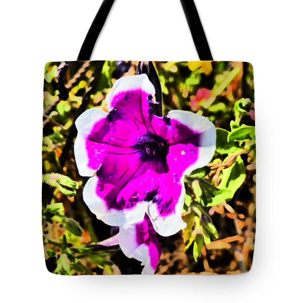 Paul Stanner Tote Bag featuring the photograph Venice Beach by Paul Stanner