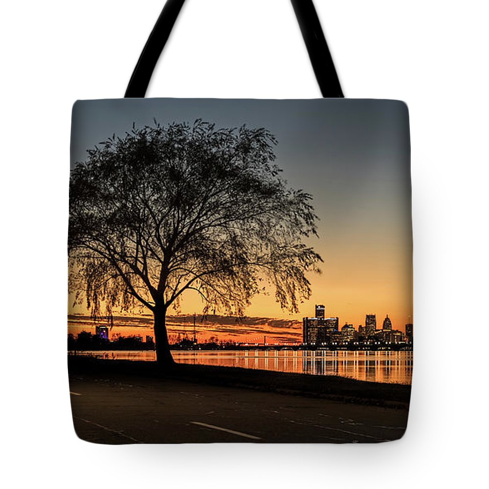 Cityscape Tote Bag featuring the photograph A Detroit Sunset - The View From Belle Isle by Wes Iversen