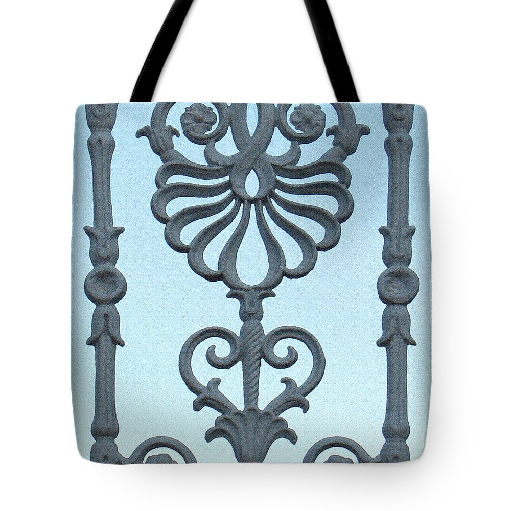 palm Springs Tote Bag featuring the photograph A Gate On Indian Canyon Drive by Stan Magnan