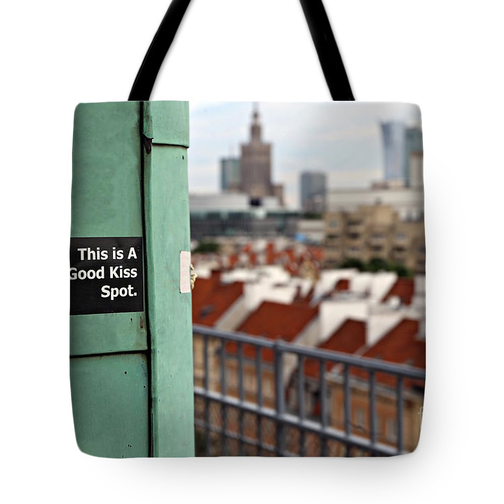 Warsaw Tote Bag featuring the photograph A Good Kiss Spot by Paul Fell
