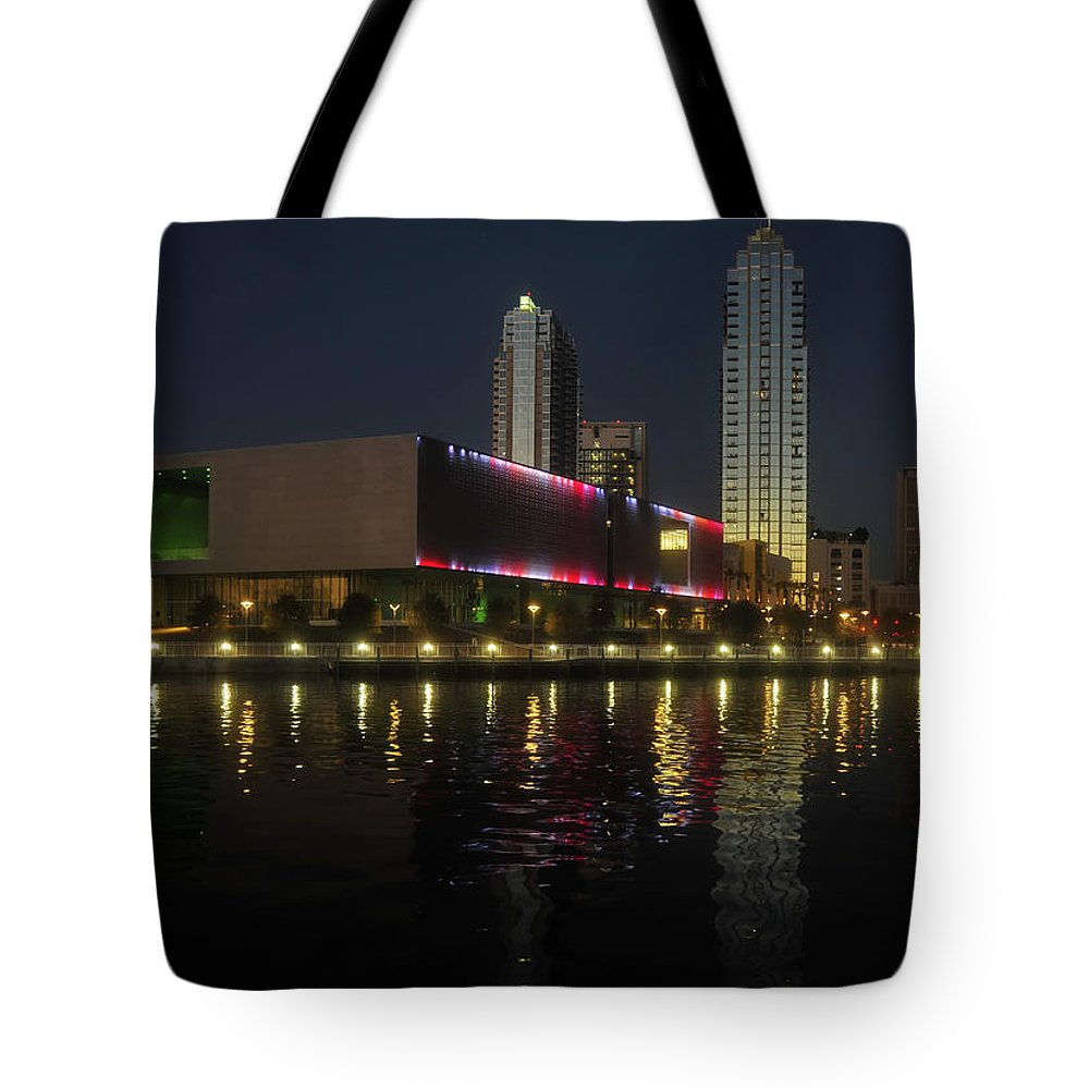 Tampa Museum Of Art Tote Bag featuring the photograph A Night At The Museum by David Lee Thompson