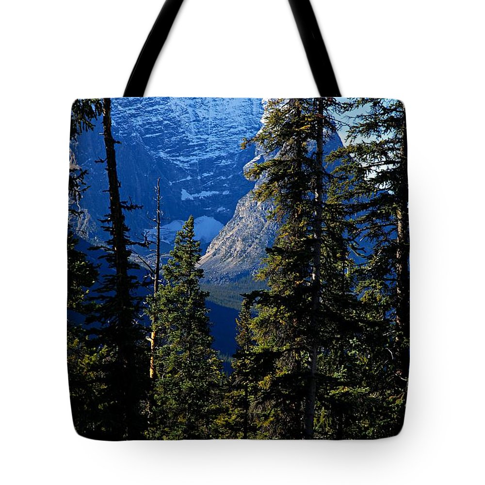 Jasper National Park Tote Bag featuring the photograph A Peek At The Peak by Larry Ricker