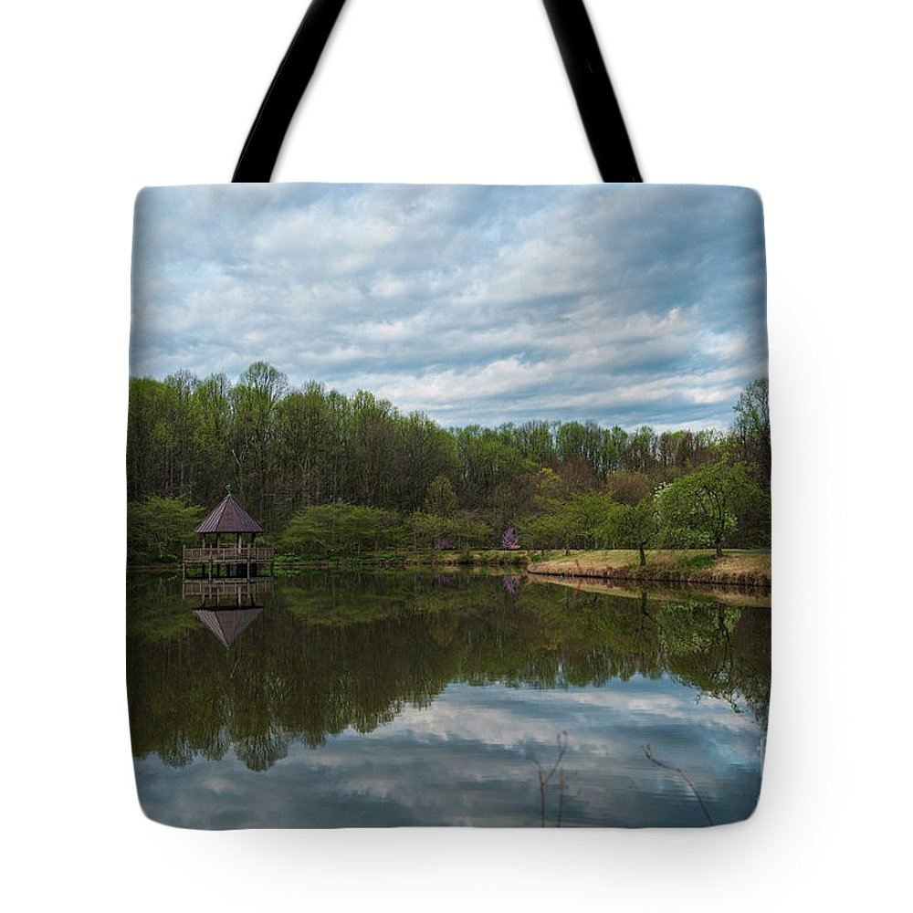 Panoramic Meadowlark Gardens Tote Bag featuring the photograph A View Of Meadowlark Gardens Early On A Spring Morning Cm1 by Lionel Everett