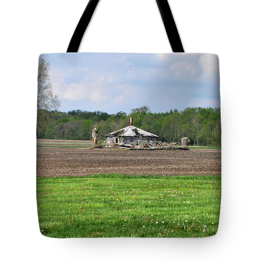 Barn Tote Bag featuring the photograph Abandoned Farmhouse by John Black
