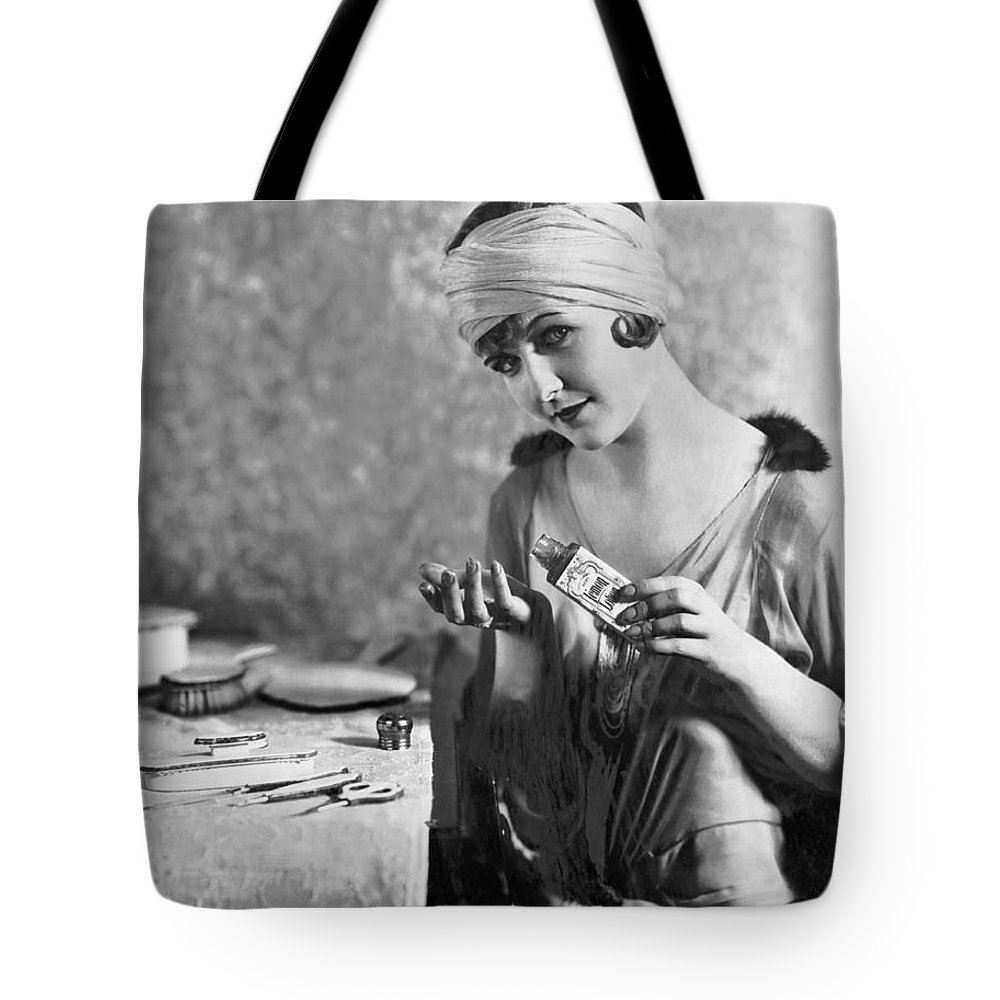 1 Person Tote Bag featuring the photograph Actress Laura La Plante by Underwood Archives