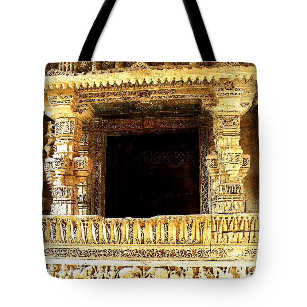 Adalaj Stepwell Tote Bag featuring the photograph Adalaj Stepwell 3 by Uma Krishnamoorthy