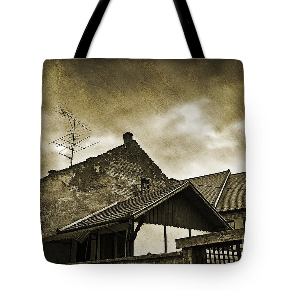 House Tote Bag featuring the photograph Alice Does Not Live Here Anymore by Madeline Ellis