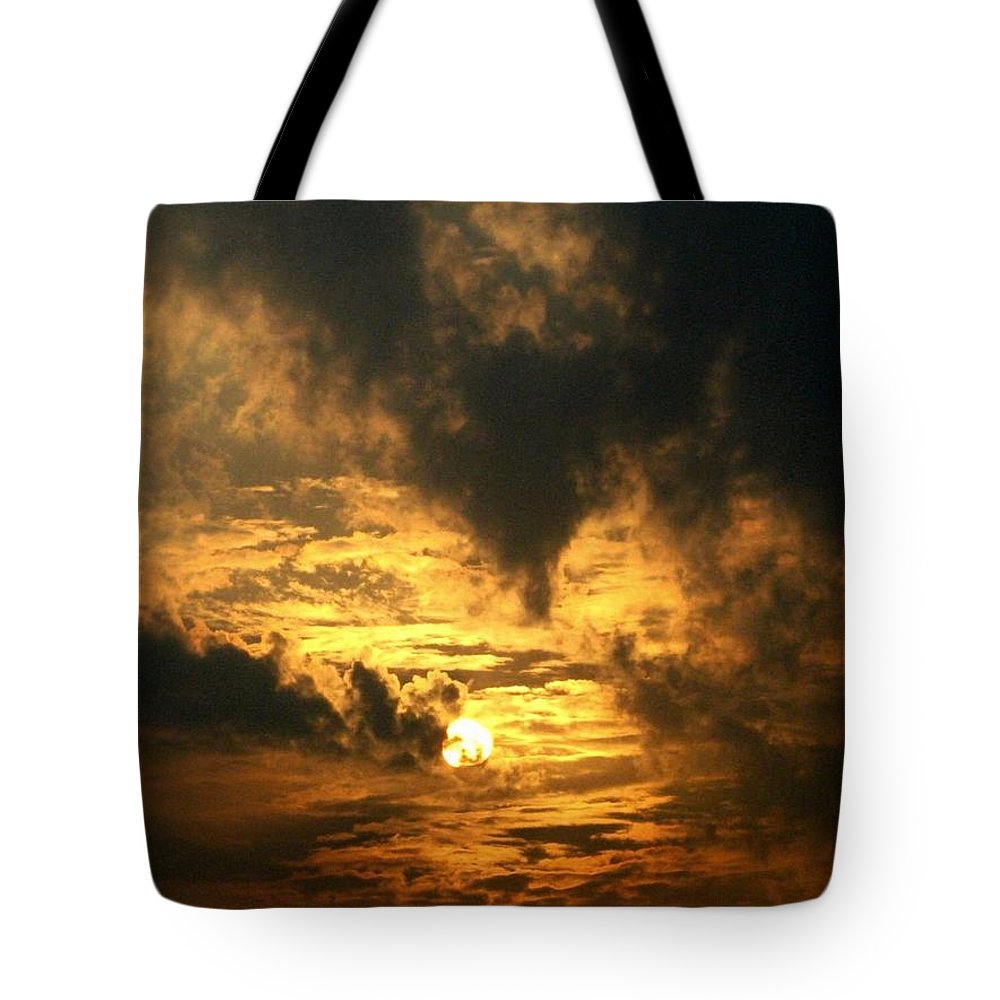 Daybreak Tote Bag featuring the photograph Alter Daybreak by Rhonda Barrett