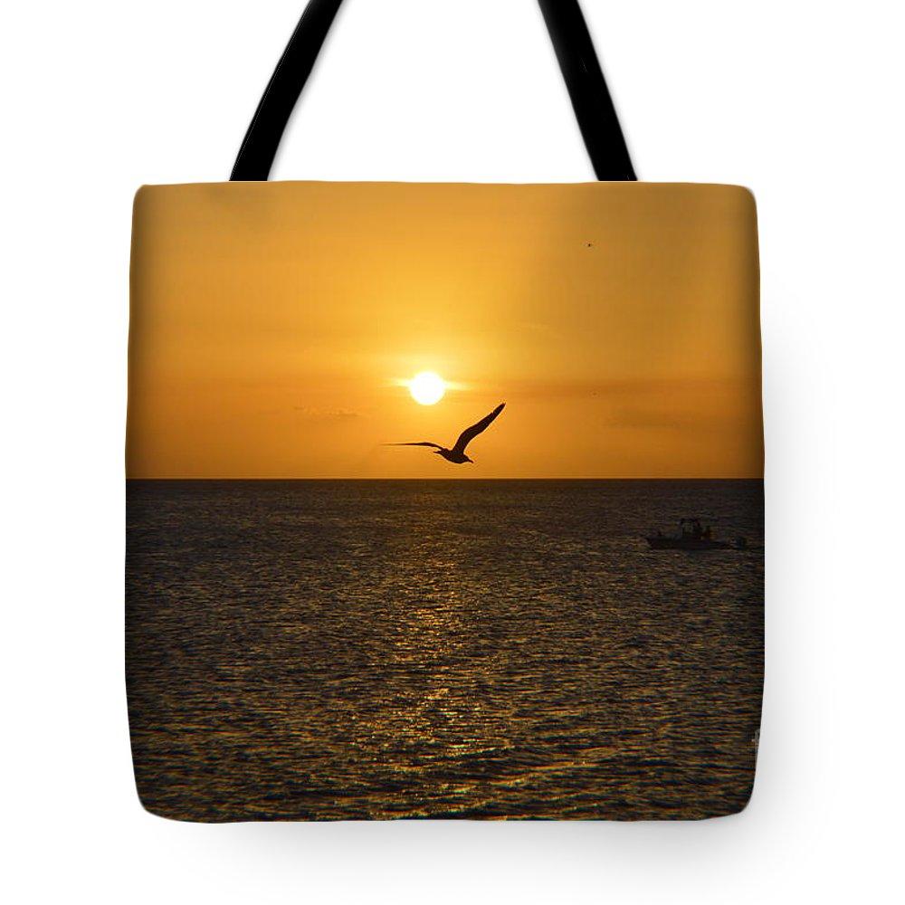 Tote Bag featuring the photograph Amanecer Marinero by Lenin Caraballo