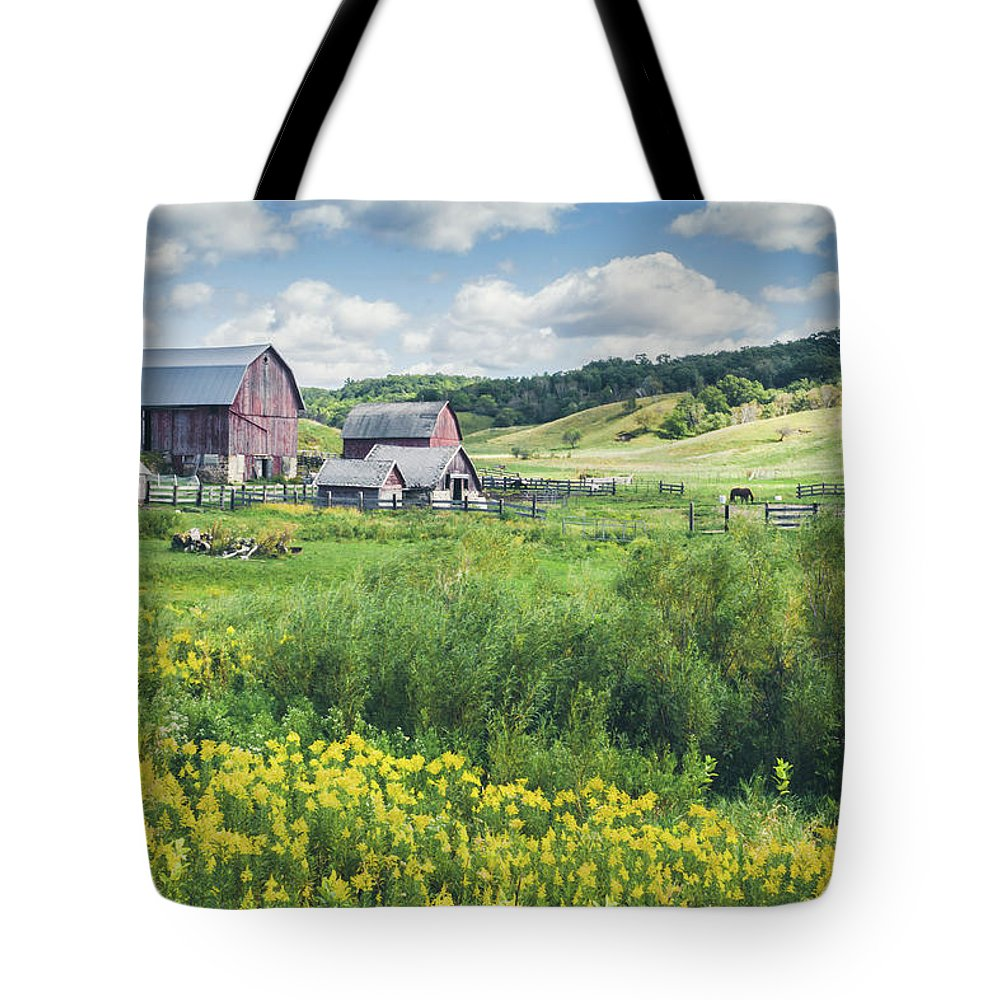 Amish Tote Bag featuring the photograph Amish Country Farm Warrens by Dawn Braun