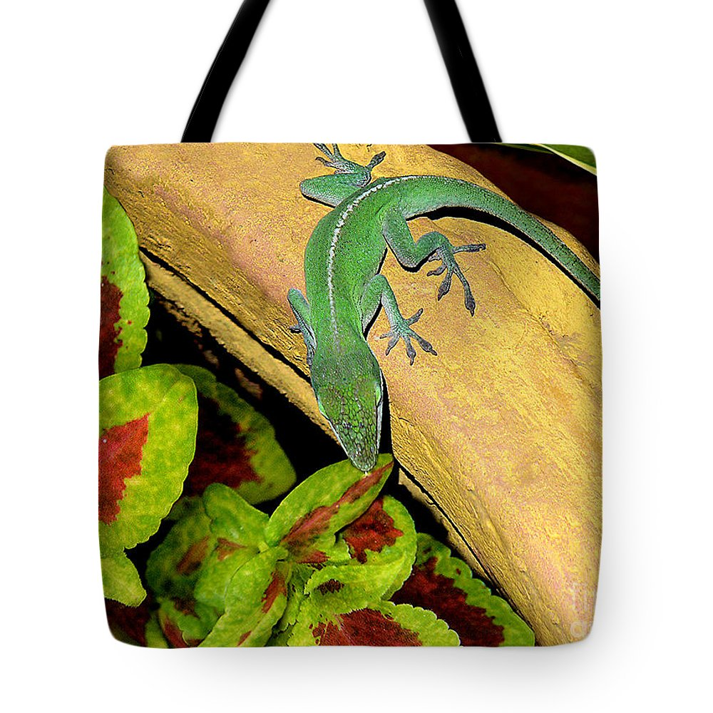 Nature Tote Bag featuring the photograph Anole Having A Drink by Lucyna A M Green