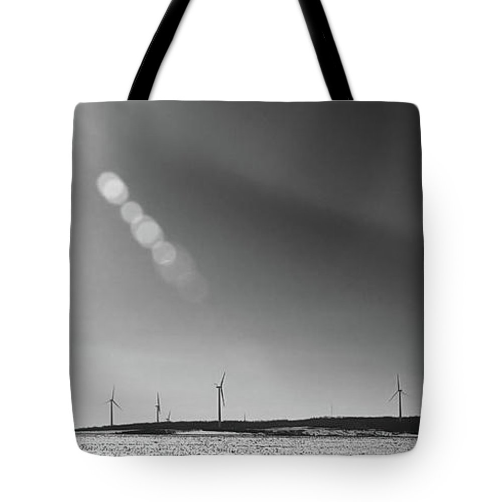 Wind Turbines Tote Bag featuring the photograph Arcade Wind Farm 6562 by Guy Whiteley