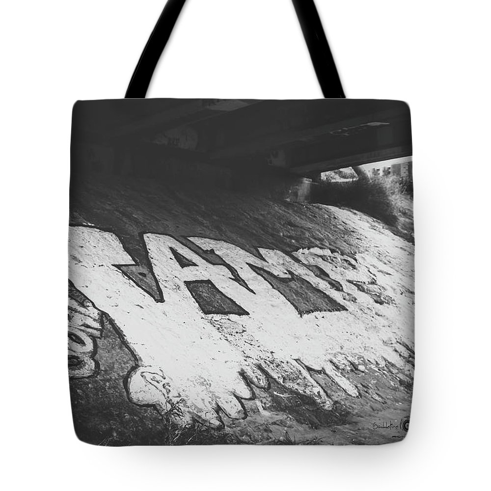 Graffiti Tote Bag featuring the photograph Art by Gaddeline Figueroa