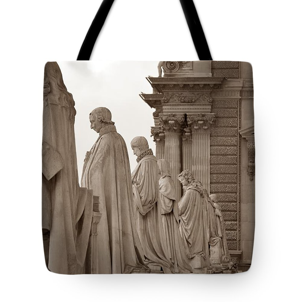 Paris Tote Bag featuring the photograph Art Observing Life by J Todd
