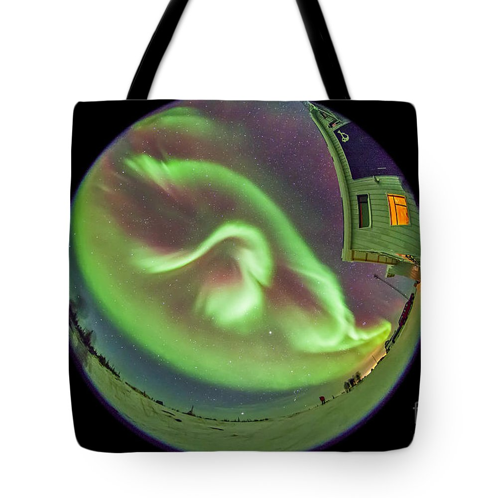 Aurora Tote Bag featuring the photograph Aurora Borealis Over Churchill by Alan Dyer